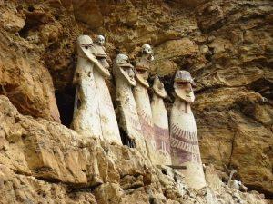 Turismo en Chachapoyas: Sarcófagos de Karajía