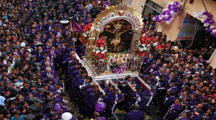Procesión del Señor de los Milagros en Lima
