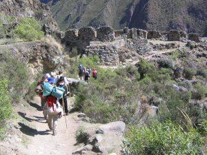 Llegada a Llaqtapata por el camino inca