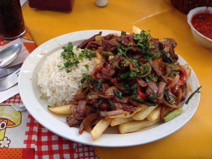 Lomo saltado, comida peruana